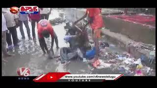 Shiv Sena MLA Makes Contractor Sit on Waterlogged Road | V6 Teenmaar News - V6NEWSTELUGU