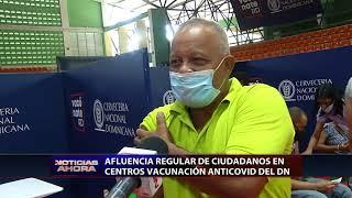 Afluencia regular de ciudadanos en centros de vacunación anti-COVID del Distrito Nacional