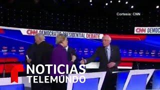Bernie Sanders le extiende la mano a Elizabeth Warren y lo rechaza   Noticias Telemundo