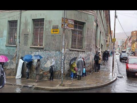 Largas filas por antígenos nasales en La Paz