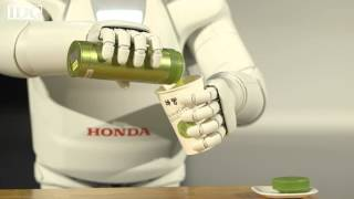 Honda's new Asimo continues world tour in Europe