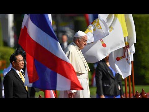 Gặp gỡ chính quyền Thái và ngoại giao đoàn, Đức Thánh Cha thẳng thắn đề cập đến nạn du lịch tình dục