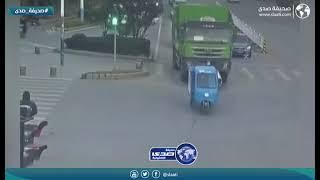 سائق يدهس امرأة بالخطأ