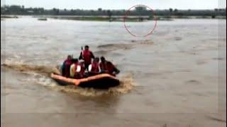 Watch: Rescue Team Evacuates People Stranded In Flood-Hit Area In Madhya Pradesh - NDTV