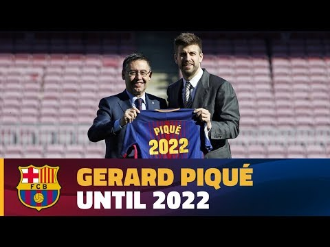 Gerard Piqué puts pen to paper on his contract extension until 2022 with FC Barcelona
