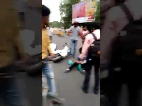 Crowd beating a molester at phool bagh Gwalior