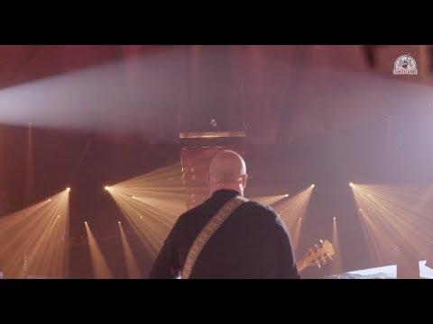 Tijdens de jubileumeditie van De Vrienden Van Amstel Live 2018 in Ahoy Rotterdam speelde BLØF hun single 'Zoutelande' samen met Rikki van RONDÉ. #VVAL Beluister Zoutelande via: Spotify: http://bit.ly/zoutelandeblof Apple Music: http://bit.ly/zoutelandeblofAM iTunes: http://bit.ly/zoutelandeblofitunes Deezer: http://bit.ly/zoutelandeblofdeezer Volg BLØF ook via: https://www.facebook.com/Blof/ https://www.instagram.com/blof/ https://twitter.com/blof https://www.youtube.com/user/bloftv http://www.blof.nl/