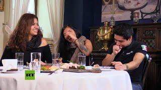 Latinoamericanos prueban platos rusos tradicionales - La Lista de Erick