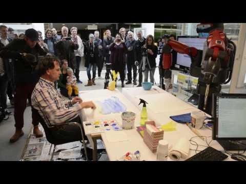 Peter Wahlbeck målar med roboten Baxter