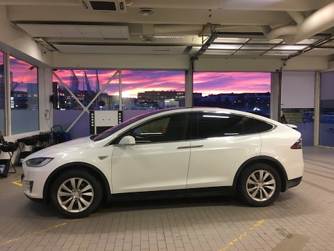 Tesla Model X Ruteskift