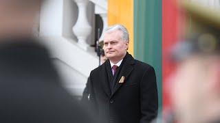 Prezidentas dalyvauja trijų Baltijos valstybių vėliavų pakėlimo ceremonijoje ir pasveikina tautą