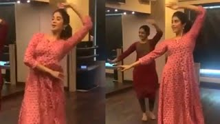 Sridevi Daughter Janhvi Kapoor Kills It With Her Graceful Dance | Jhanvi Kapoor DANCING @ Home - RAJSHRITELUGU