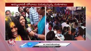 Teenmaar Chandravva Chit Chat With Devotees at Lal Darwaza Bonalu   V6 News - V6NEWSTELUGU