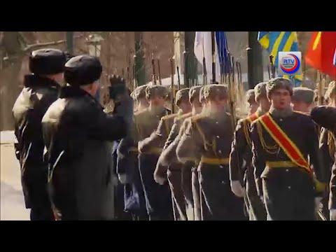 Putin celebra con militares Día del Defensor de Rusia