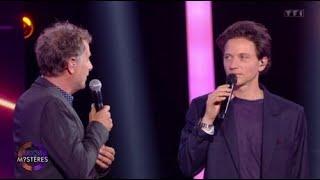 Duos mystères: Raphaël gêne Charles Berling en lui rappelant qu'il avait embrassé...
