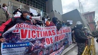 Gobierno firma acuerdo con víctimas de la masacre de noviembre
