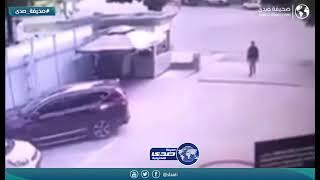 امرأة تنتقم من طليقها بدهسه بالسيارة