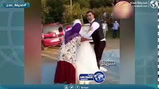 ام العروس تسحب حجاب ابنتها