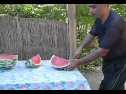Video: How to properly apply a watermelon on the table - Tableware from Azerbaijanis