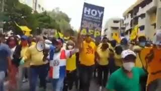 multitud de personas marcharon este domingo hacia el Palacio Nacional en exigencia la entrega
