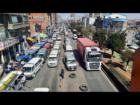 Tráfico vehicular congestionado y temperaturas bajas en El Alto