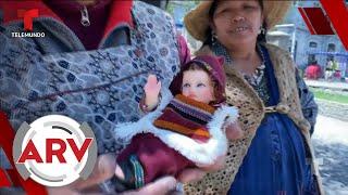 Familias celebran el Día de Reyes cambiándole la ropa al niño Jesús   Al Rojo Vivo   Telemundo