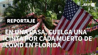 En esta casa, cuelga una cinta de color por cada muerto de covid en Florida | AFP