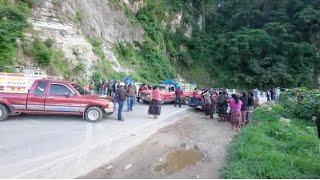 Comerciantes continúan bloqueo en el ingreso a Panajachel
