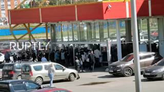 Russia: Huge closing sale crowds force closure of Dzerzhinsk shopping centre