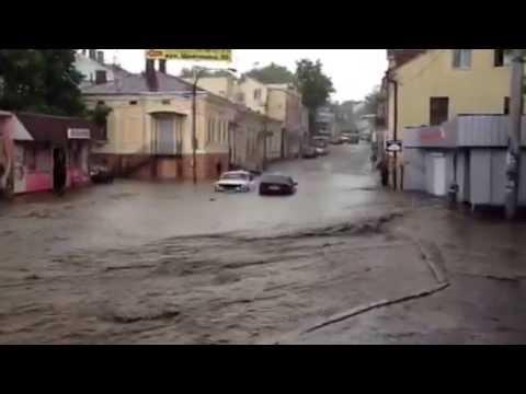 Чернівці після зливи. 25 травня 2013. Вулиця Руська с. 1