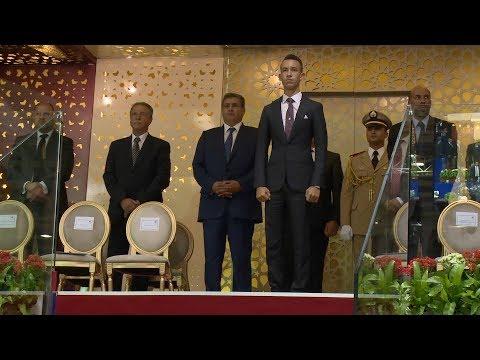 صاحب السمو الملكي ولي العهد الأمير مولاي الحسن يسلم الجائزة الكبرى لصاحب الجلالة للقفز على الحواجز