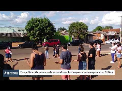 Despedida Alunos e ex alunos realizam buzinaço em homenagem a seu Milton