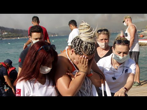 Tourists evacuated from hotels by boat amid Turkey wildfires