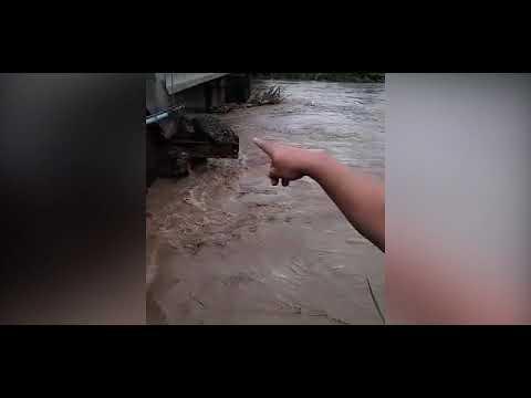 Alerta roja para 5 cantones ante temporal que causa inundaciones, deslizamientos y daños en vivienda