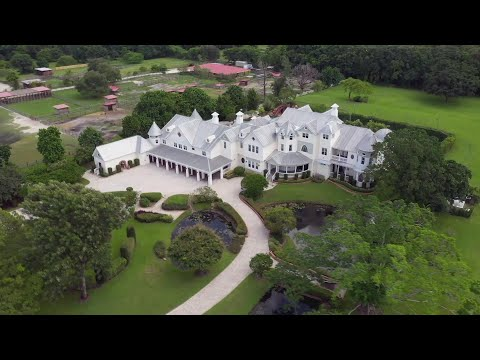 Couple Has Wedding on $5 Million Estate That Isn't Theirs
