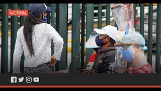Afluencia en las calles de Quito a pesar del semáforo rojo