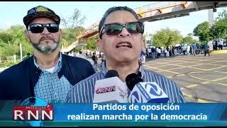 Realizan marcha por la democracia en SD