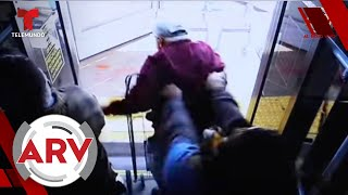 Empujan a anciano desde autobús y cae de cabeza con un trágico desenlace   Al Rojo Vivo   Telemundo
