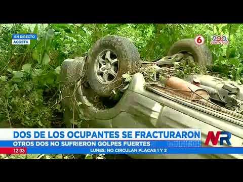 Vehículo con 4 ocupantes cae a guindo en Acosta