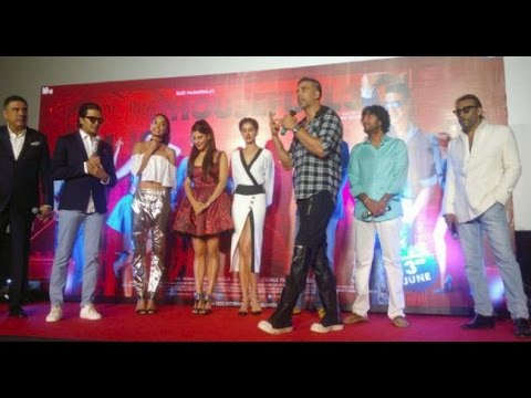 Akshay Kumar's FUNNY Introduction Of Housefull 3 Cast