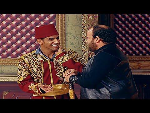 عبد الرحمن توتا يخرج عن النص ويضرب حمدي المرغني بالقفـا.. وضحك هستيري للجمهور😂 #تياترو_مصر