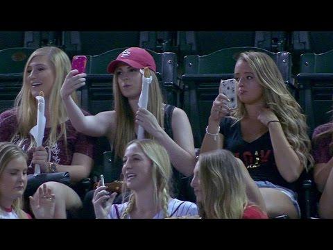 """Video: Kai merginos eina - """"Pažiūrėti rungtynių"""""""