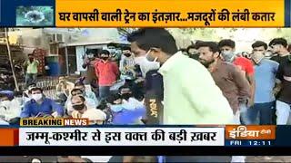 मुंबई: घर-वापसी की आस में स्टेशन के बाहर फुटपाथ पर रहने को मजबूर हुए मज़दूर - INDIATV