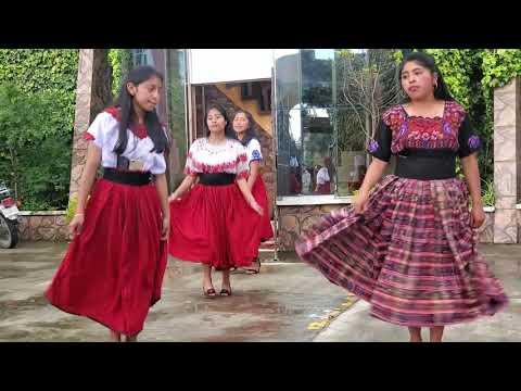 Señoritas Bailan para alegra a papá en su día