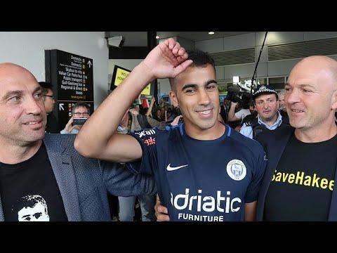 استقبال حافل للاعب كرة القدم البحريني العريبي لدى وصوله أستراليا…