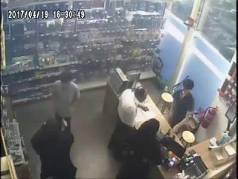 五金店员遭施迷魂术 1男2女取走收银机数百元