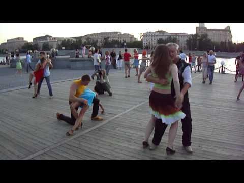 tantsi-zadrannie-yubki-porno-video-chastnoe-ukrainok