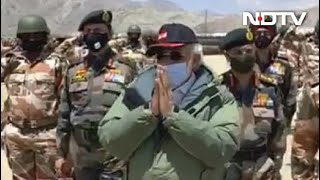 "Watch: Soldiers Chant ""Vande Mataram"" As PM Visits Ladakh Post - NDTV"