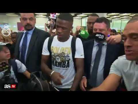 المشاهد الأولى لوصول البرازيلي الشاب فينيسيوس جونيور لاعب ريال مدريد الجديد