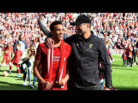 شاهد احتفال لاعبي ليفربول مع الجماهير بعد نهاية البطولة
